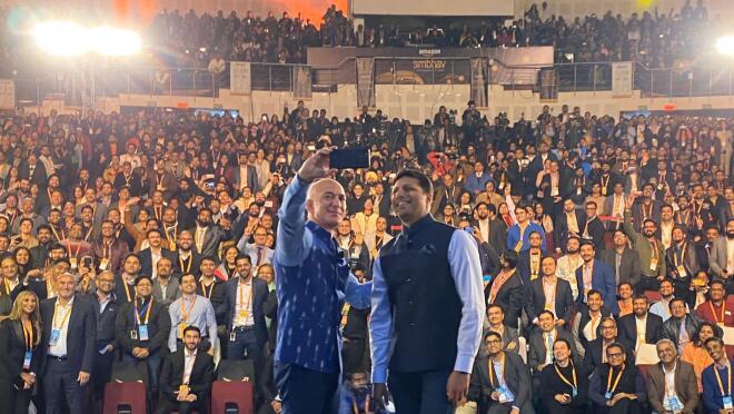Selfie_JB visit_ Amazon India