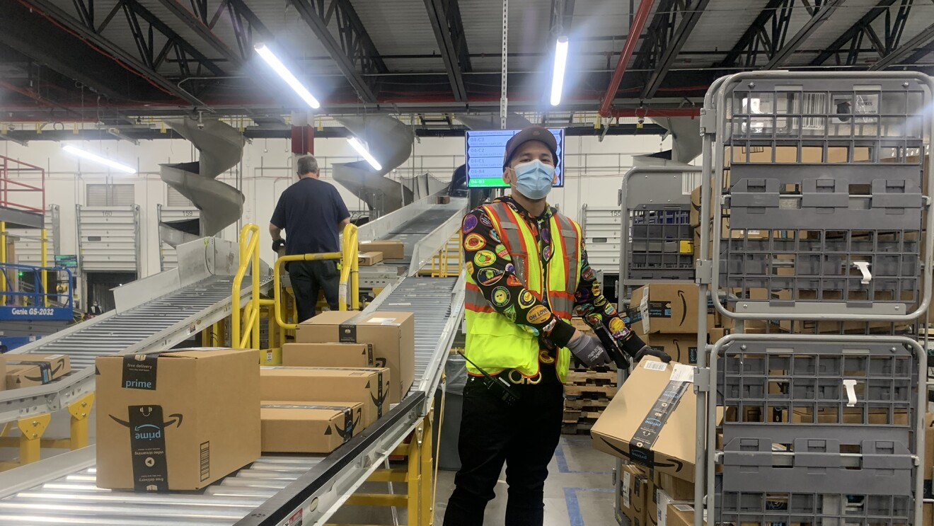 Anazon associate wearing a mask while working