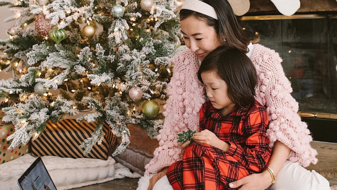 Social media influencers and their families show how they use AmazonSmile and Charity Lists to support important causes while they shop.