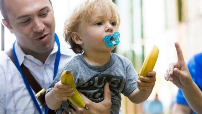 AMZNKidsAtWorkDay_BananaStand._V506421700_.jpg