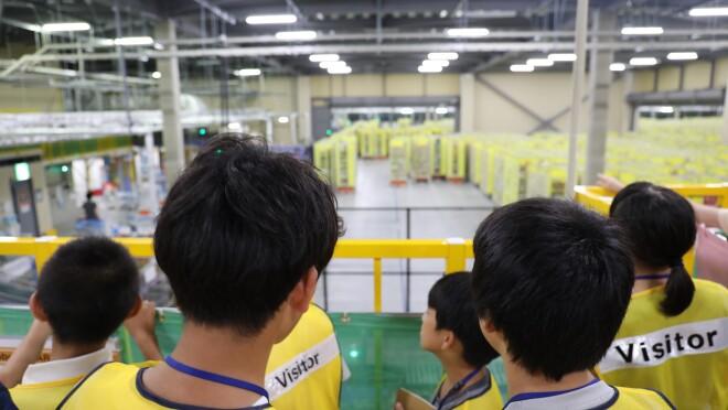アマゾンがNPO法人キッズドアの子どもたちを 川崎フルフィルメントセンターに招待