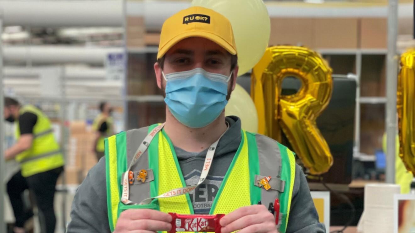 Nate from Amazon Australia helping to raise awareness on RU OK? Day