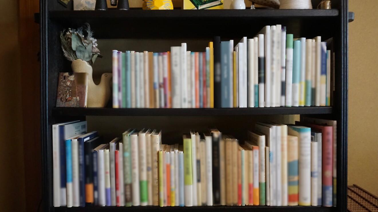 本棚整理のプロに聞いた、本の整理術。電子書籍リーダーKindleシリーズもフル活用して、おうちの本をスッキリ整理。