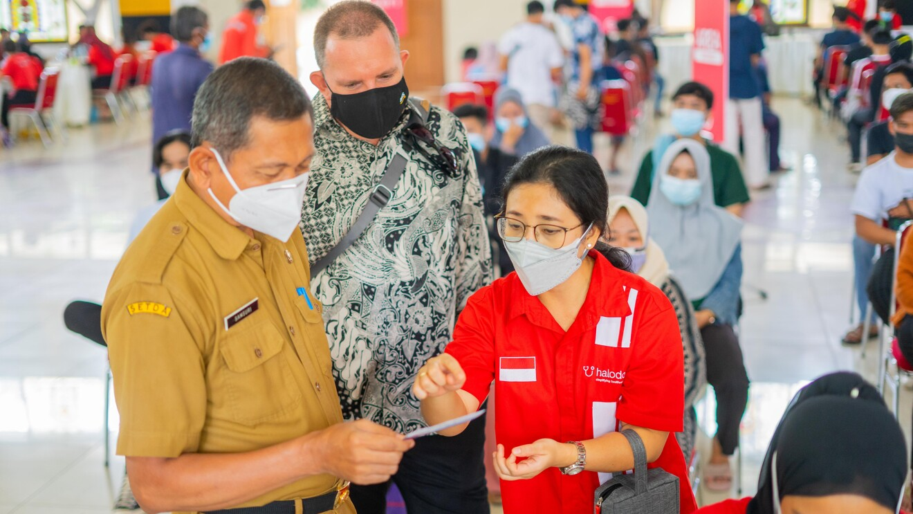 People queueing up for their vaccination in Indonesia