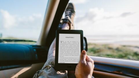Kindle_Paperwhite_Lifestyle_car.jpg