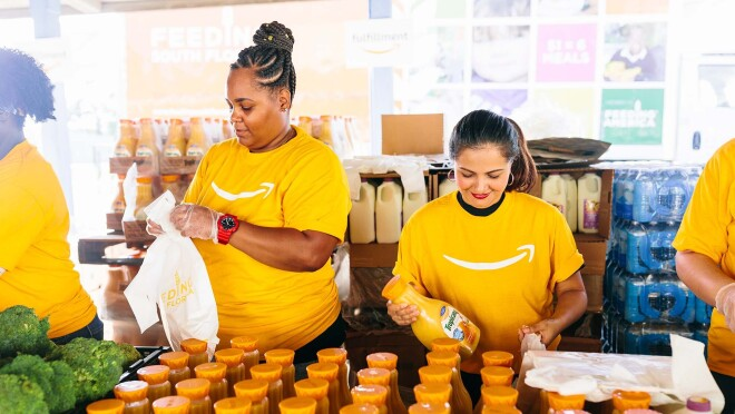 Amazon associates from Miami volunteered with Feeding South Florida and Robert B. Ingram Elementary School to support food-insecure families.