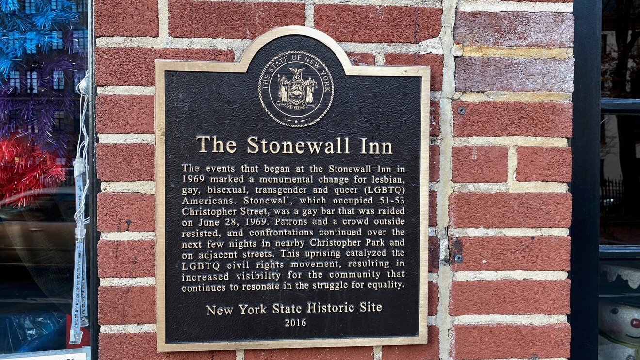 A plaque on The Stonewall Inn that tells of the historical relevance of the site.
