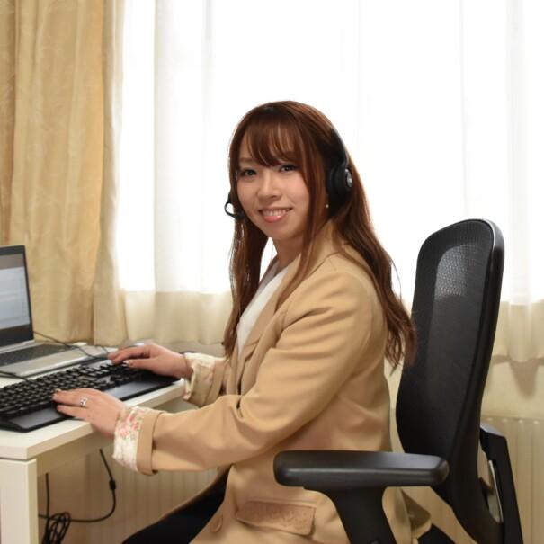 自宅で働くAmazonカスタマーサービスの社員