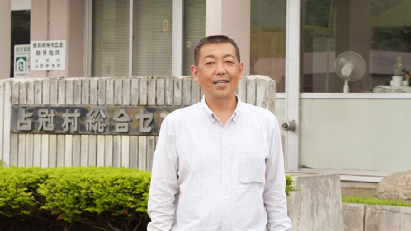 原野さんをメープルシロップづくりに誘った村役場の鈴木智宏さん。